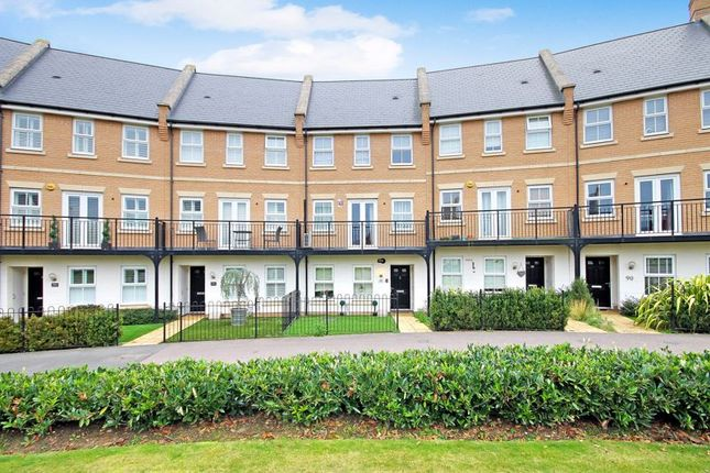 5 bed town house for sale in School Avenue, Dunton Fields, Laindon SS15
