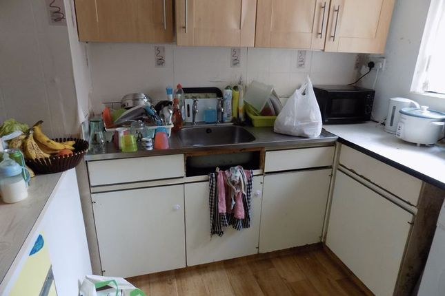 Kitchen of Lister Gardens, Bradford BD8