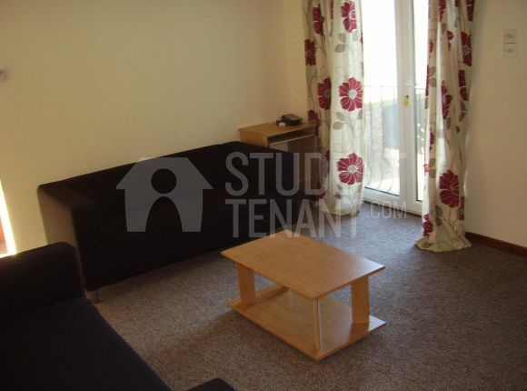 Thumbnail Flat to rent in Victoria Street, Huddersfield, West Yorkshire