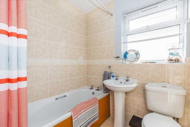 Bathroom of Honeysuckle Close, Lincoln LN5