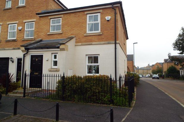 3 bed town house to rent in Ashworth Square, Wakefield WF1