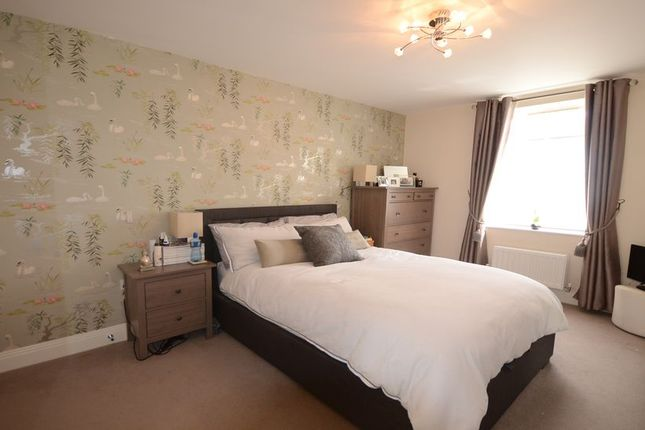 2 bed flat to rent in St. Leonards Road, Windsor