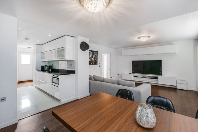 Thumbnail Flat for sale in Belvedere Hall, 11 The Avenue, London