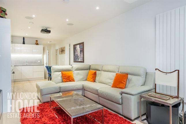Thumbnail Flat for sale in Liner House, Royal Wharf, Royal Docks
