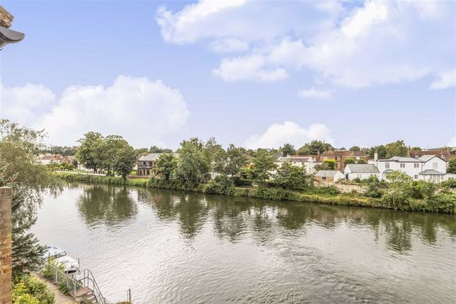 Thumbnail Property for sale in Colnebridge Close, Staines