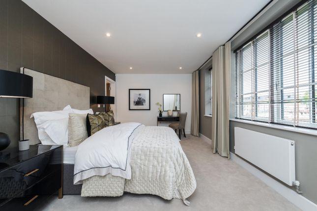 Thumbnail Semi-detached house for sale in Lawrie Park Crescent, Sydenham