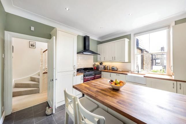 Thumbnail Flat for sale in Calbourne Road, London
