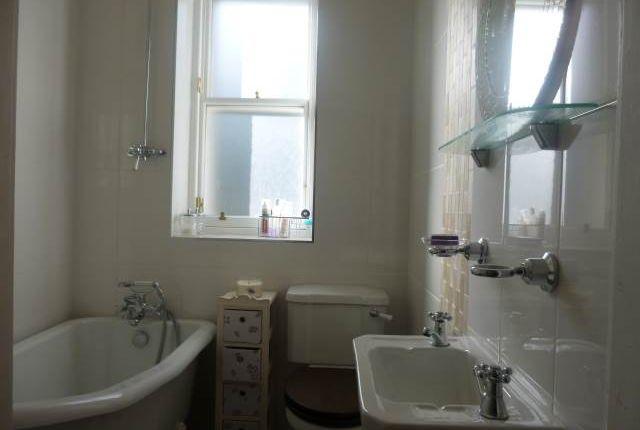 Bathroom 2 of East Crosscauseway, Newington, Edinburgh EH8