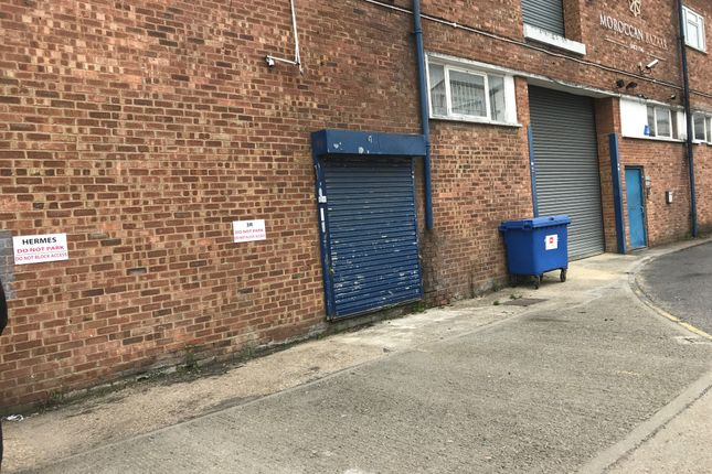 Warehouse to let in Kelvin Industrial Estate, Long Drive, Greenford