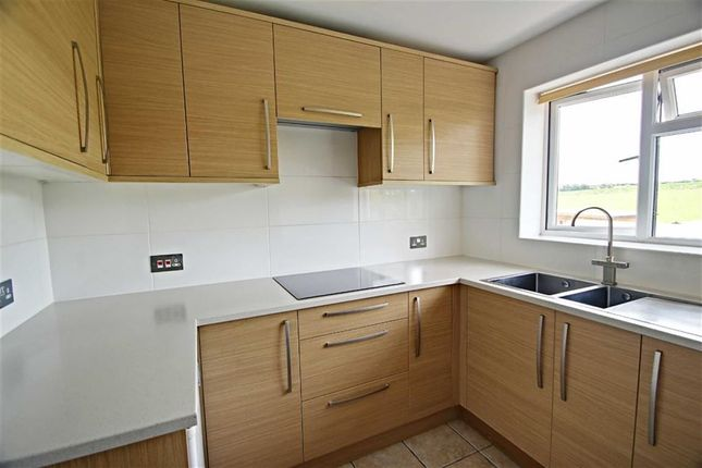 Thumbnail Maisonette to rent in Beechfield, Kings Langley
