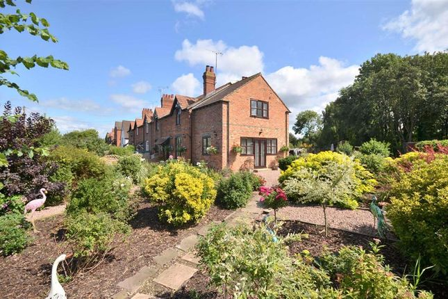Thumbnail Cottage for sale in Upper Rea, Hempsted