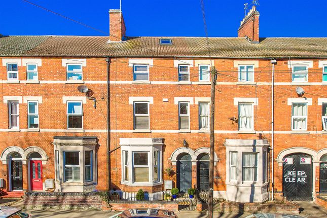 Thumbnail Town house for sale in Broadway, Kettering