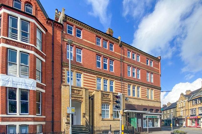 2 bed flat to rent in South Crescent, Llandrindod Wells LD1