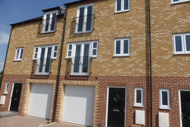 Thumbnail Town house for sale in Northolme View, Gainsborough