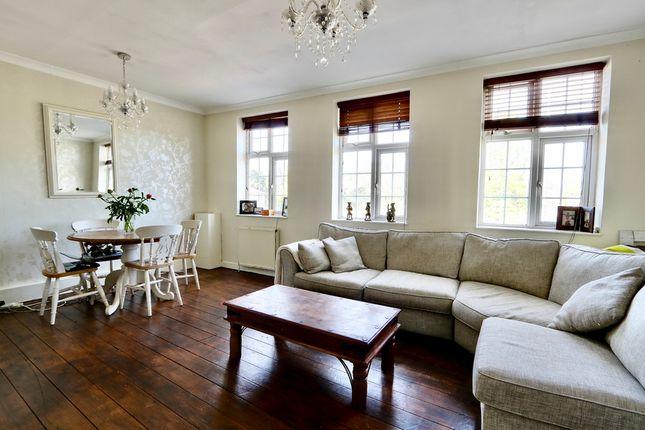 Flat for sale in Long Lane, Ickenham