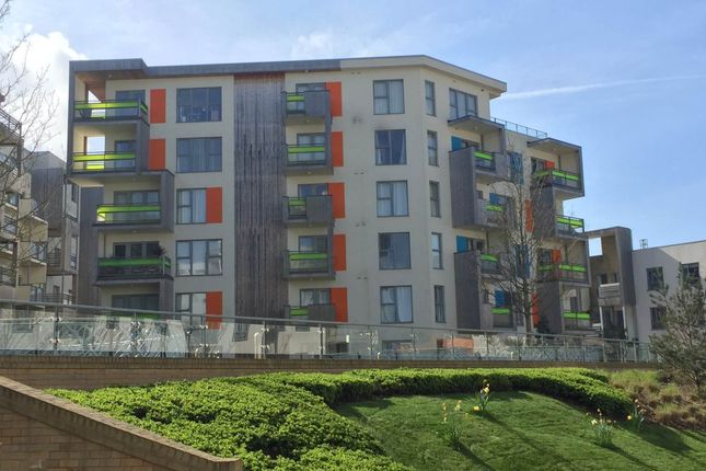 Thumbnail Flat to rent in Aqua Building, Glenalmond Avenue, Cambridge
