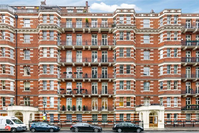 3 bed flat for sale in Carlisle Place, London