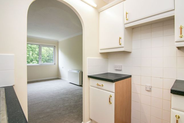Thumbnail Flat to rent in Bower House, Manorside Close, Wirral, Cheshire