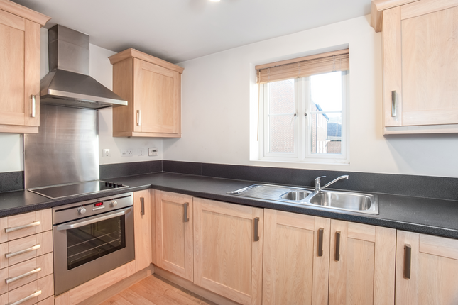 Thumbnail Flat for sale in Ashcombe Crescent, Witney