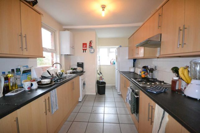 Thumbnail Terraced house to rent in Lincoln Road, Reading, Berkshire