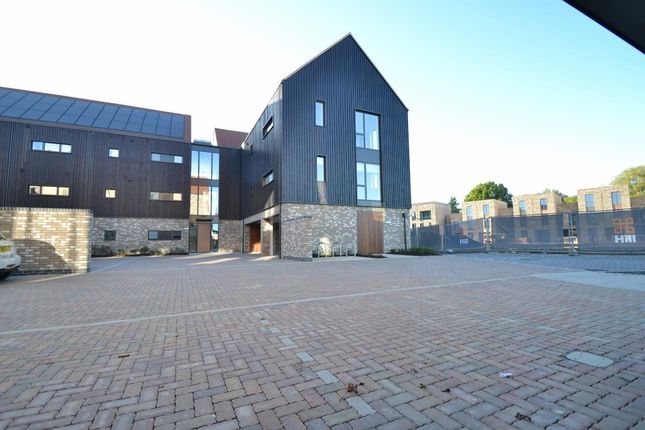 Thumbnail Flat for sale in Knightly Avenue, Cambridge