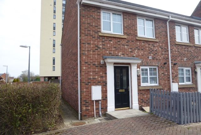 3 bed end terrace house to rent in Palmer Walk, Jarrow