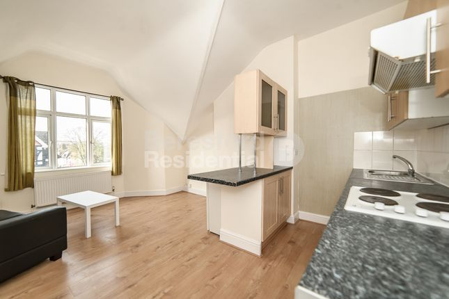 Thumbnail Flat to rent in Gleneldon Road, London