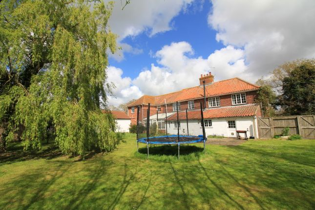 6 bed detached house to rent in Langley Green, Langley