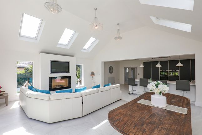 Living Space / Breakfast Kitchen