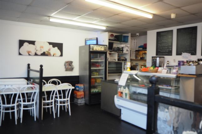 Thumbnail Restaurant/cafe for sale in Cafe & Sandwich Bars BD2, West Yorkshire