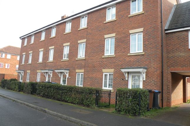 Thumbnail Terraced house to rent in Dragon Road, Hatfield, Hertfordshire