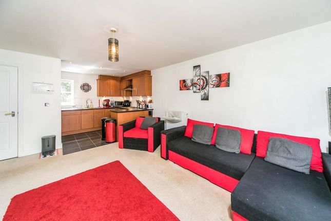 Living Kitchen of 55 Silver Street, Reading RG1