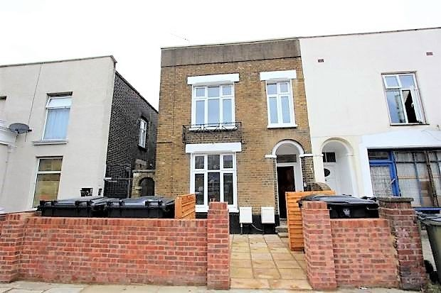 Thumbnail Flat for sale in Plumstead Common Road, Plumstead