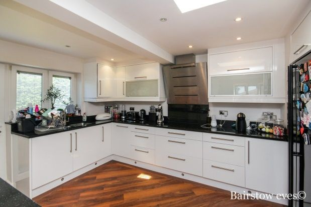 Thumbnail Bungalow to rent in The Glade, Enfield