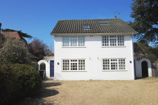 Thumbnail Flat to rent in The Avenue, Datchet, Slough