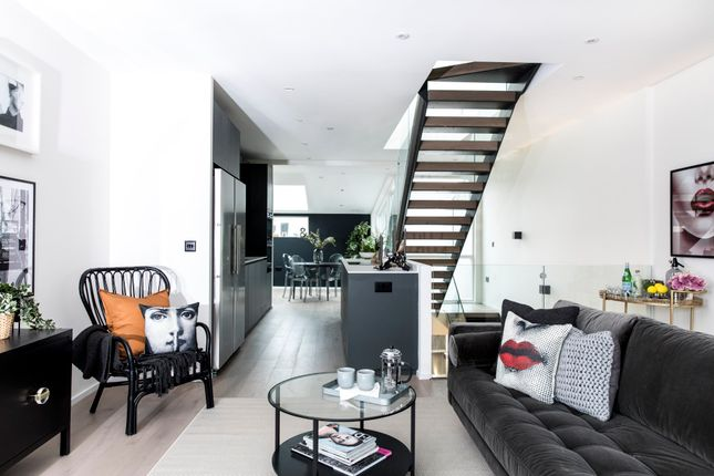 Thumbnail Semi-detached house for sale in Kings Mews, London