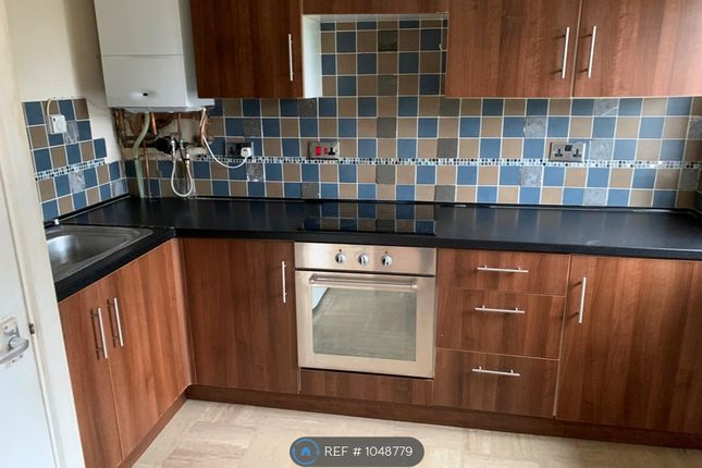 2 bed maisonette to rent in Warren Close, Tipton DY4
