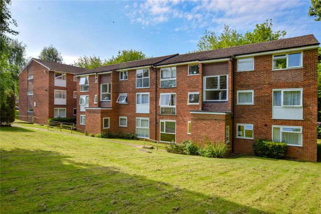 Thumbnail Flat to rent in Aston View, Hemel Hempstead, Hertfordshire