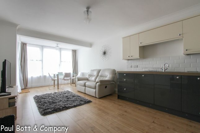 Thumbnail Flat to rent in Kingsway, Hove