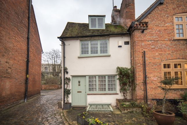 2 bed cottage for sale in Nelson Terrace, Aylesbury