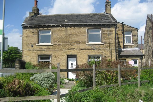 2 bed flat to rent in Warley Road, Halifax