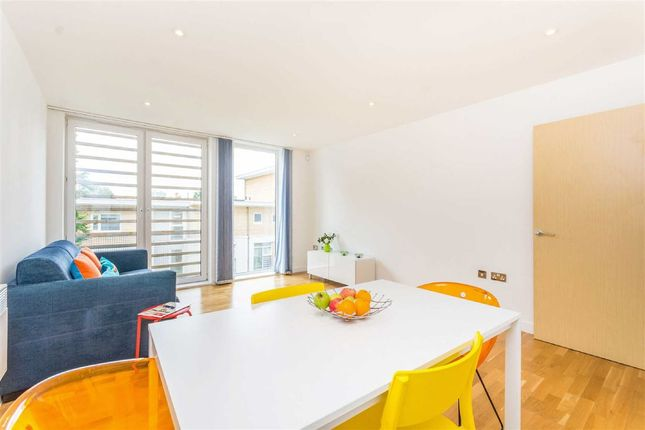 2 bed flat to rent in Coleman Fields, London