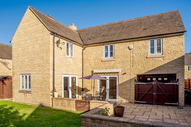 Thumbnail Detached house for sale in Park Lane, Carterton