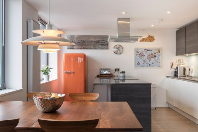 3 bed flat for sale in Lower Richmond Road, Richmond, Surrey TW9