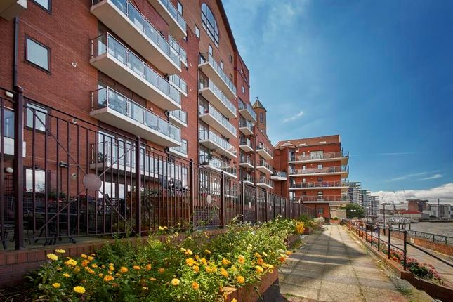 3 bed flat for sale in Nine Elms Lane, Vauxhall