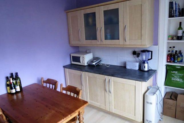 Thumbnail Flat to rent in 119 High Street, Flat 14, Glasgow