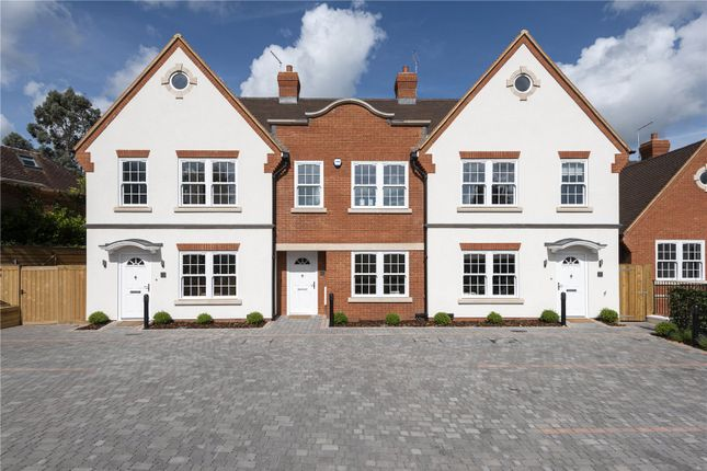 Thumbnail Town house for sale in Kingsway, Chalfont St. Peter, Gerrards Cross, Buckinghamshire