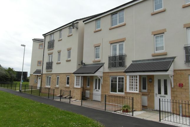 Thumbnail Town house for sale in Taku Court, Blyth
