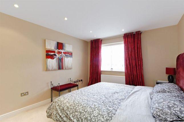Thumbnail Flat to rent in Wimbledon Park Court, Southfields, London