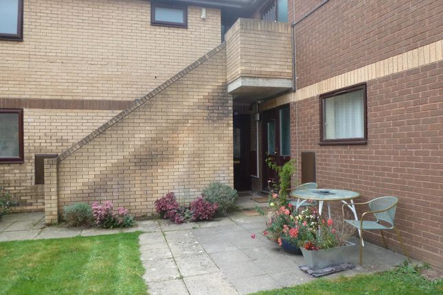 Thumbnail Flat to rent in Old Farm Gardens, Blandford Forum
